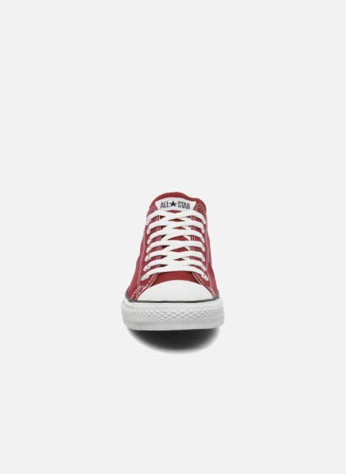 Sneakers Converse Chuck Taylor All Star Ox M Bordò modello indossato